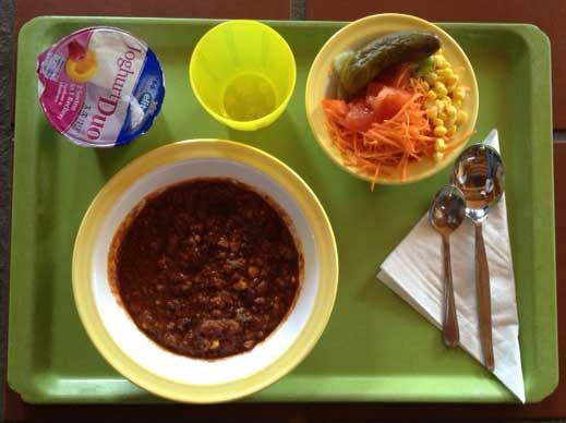 Chili_con_Carnetopf_mit_Paprika-Tomaten-ZwiebelwürfelMais_und_Kidneybohnen.JPG - 24.41 kB
